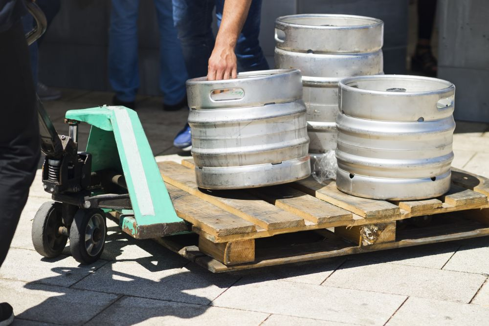 Top Tips To Choose Lift Gates For Beer Delivery Trucks